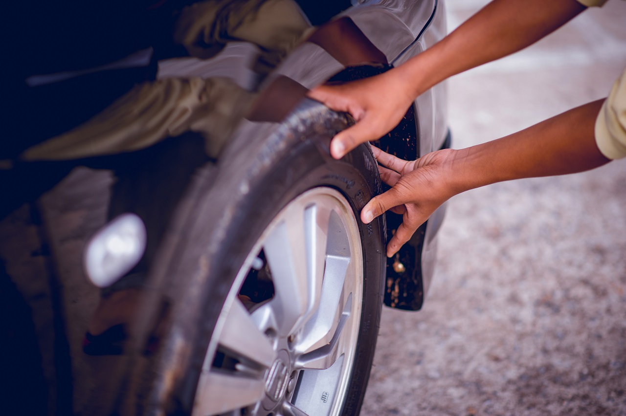Assessing The Need For Flat Tire Service