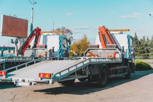 Reasons To Choose A Flatbed Tow Truck